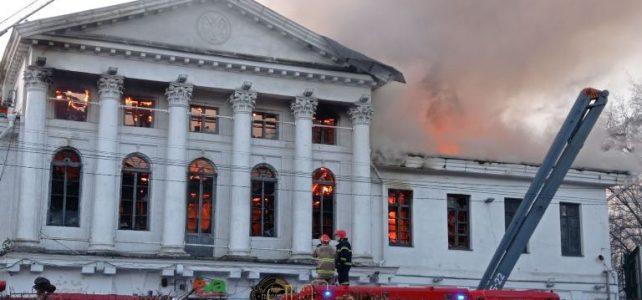 У Полтаві загорілася історична будівля колишнього кінотеатру ім. І. П. Котляревського – частина ансамблю Круглої площі (оновлено)