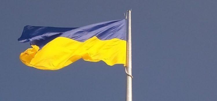 У День Державного Прапора України у Полтаві підняли найбільший синьо-жовтий прапор в області