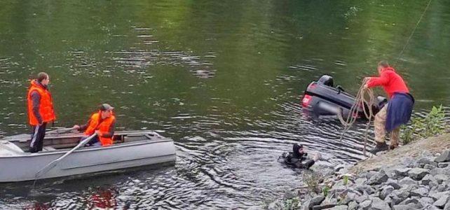 З річки Псел дістали затонулий автомобіль та тіла трьох пасажирів